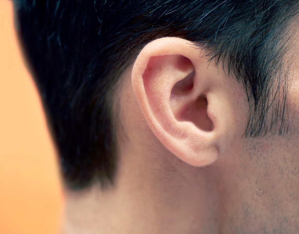 É muito importante saber como fazer a limpeza aparelho auditivo. Acesse o blog da Sonora Web para não errar!