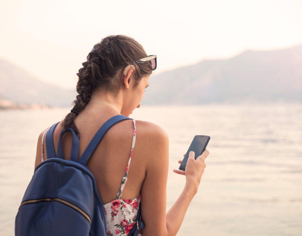 aparelhos-auditivos-e-os-cuidados-em-viagens